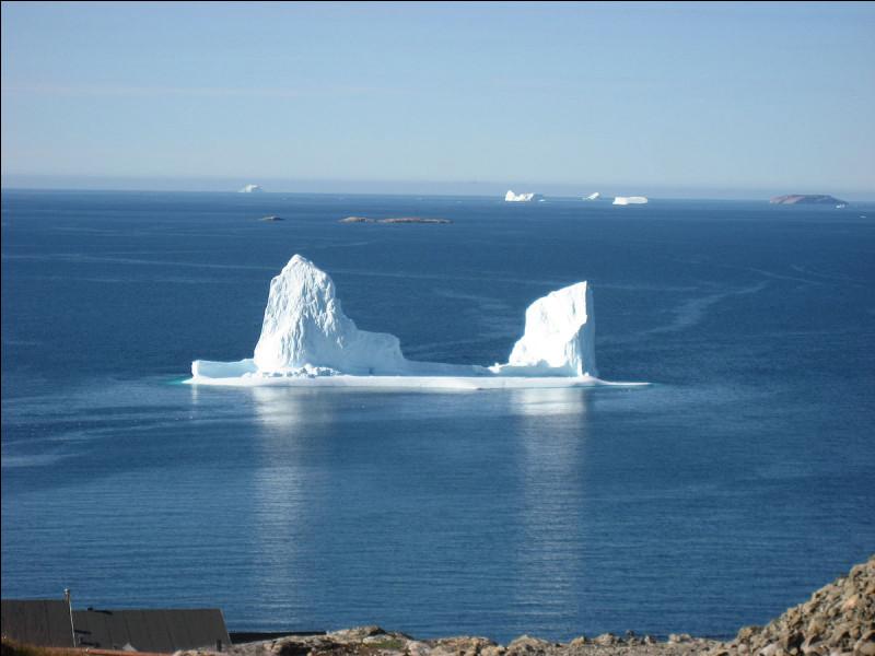 Un bloc de glace d'eau douce qui dérive sur les océans est...