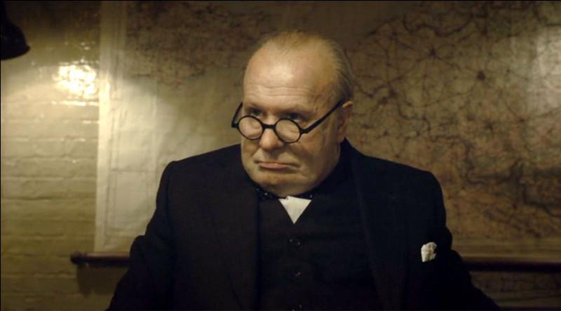 Comment sont les heures vécues par Winston Churchill dans un film de Joe Wright sorti en 2017 ?