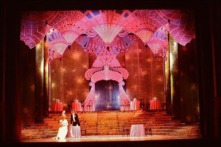 """Comment est l'heure """"qui nous grise lentement"""" dans l'opérette """"La veuve joyeuse"""" de Franz Lehar ?"""