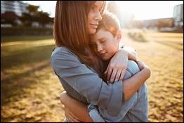 Quelle chanteuse nous a mis bien souvent en tête qu'un, maman a tort et que deux, c'est beau l'amour ?