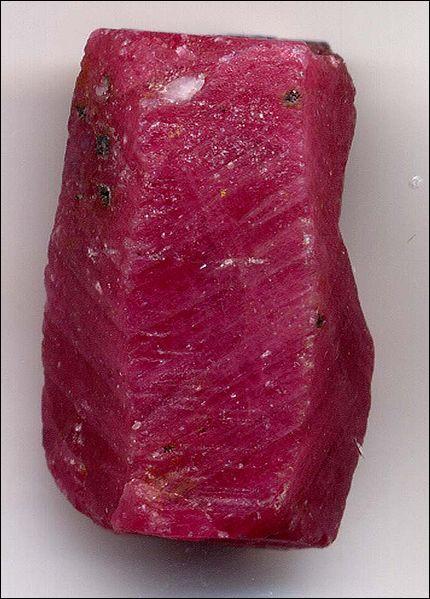 Pierre précieuse, mes plus beaux spécimens proviennent des mines de Mogok en Birmanie. Je suis :