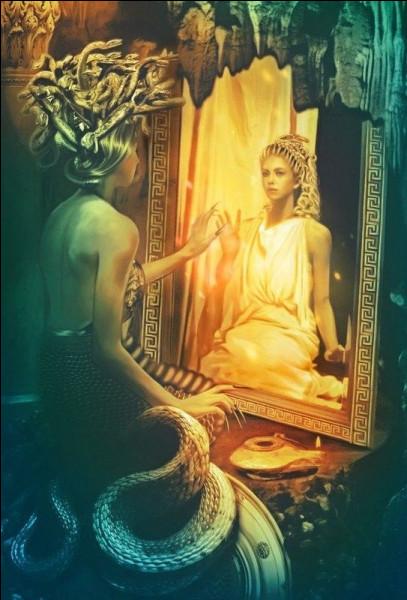 Avec quelle déesse la Méduse osa disputer de sa beauté et se préférer à elle ?