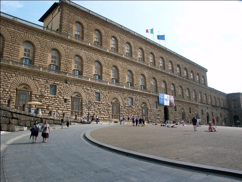 Dans quelle ville italienne se situe le palais Pitti ?