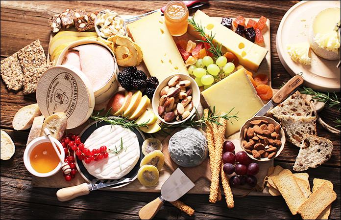 On ne doit jamais mettre le fromage au réfrigérateur ! Quand j'ouvre la porte, malgré la saveur délectable de ce fromage, c'est une puanteur !(photo décorative)