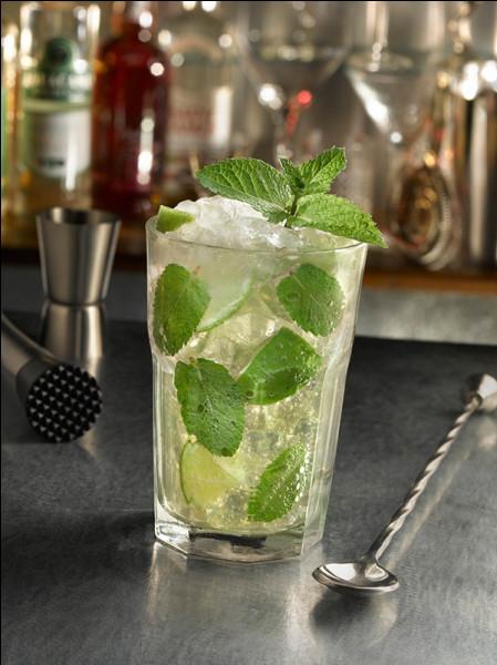 Apéritif oblige ! Quel cocktail exhale cette forte odeur de rhum et ce délicat parfum de menthe fraîche ?