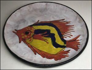 Là on ne peut pas se tromper sur le plat que nous a mitonné la maîtresse de maison ! Le poisson exhale une odeur très forte qu'on reconnaîtrait à 100 mètres ! (J'exagère légèrement, mais c'est normal, dans le Midi, on passe toujours par Marseille)