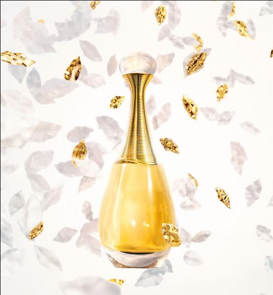 Je ne vous donne pas son nom, à vous de reconnaître le gracieux flacon qui contient le parfum dont la note de tête est la mandarine, mais pour qui ?