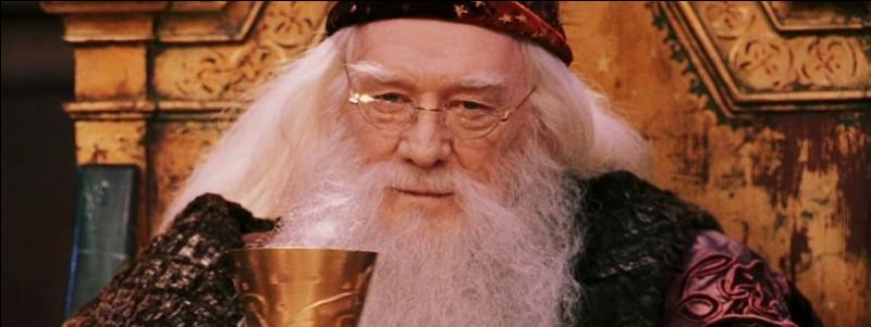 Quand Albus Dumbledore arrive à Privet Drive, combien de fois actionne-t-il son Déluminateur ?