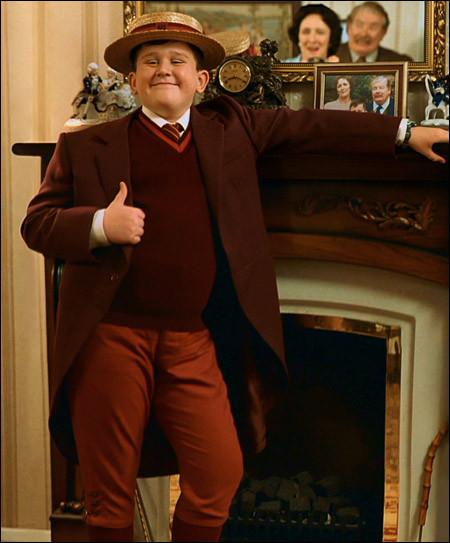 Combien de cadeaux sont posés sur la table pour l'anniversaire de Dudley Dursley ?