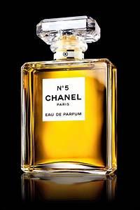 Quelle personnalité a permis au parfum N°5 de Chanel de se faire connaître du grand public ?