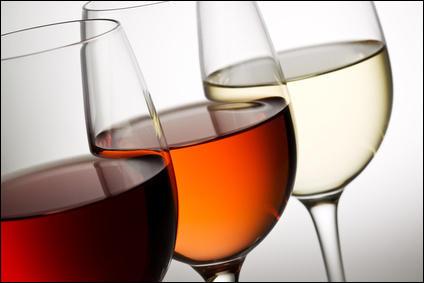 Nous avons présenté deux métiers ayant un rapport avec le vin. À présent, je vous propose de voir le vin tout en couleur. Lequel de ces vins n'existe pas en France ?