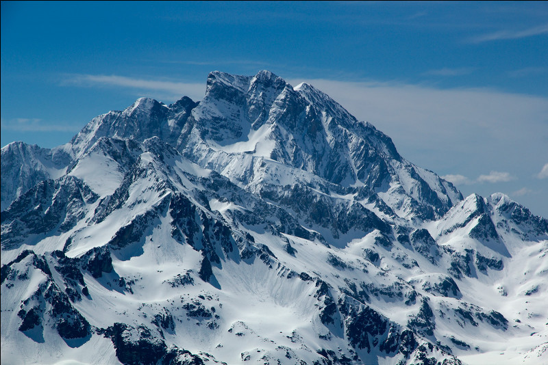 Quel est le point culminant des Pyrénées françaises avec ses 3 298 m ?