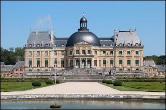 Quel est ce château du XVIIe siècle, construit par Nicolas Fouquet, surintendant des finances de Louis XIV ?