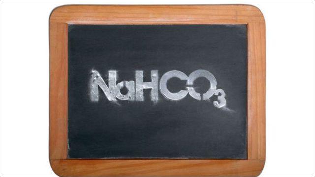 Lequel de ces éléments est-il conseillé d'utiliser pour éliminer l'odeur d'essence dans une voiture ? L'image ci-contre aidera sans doute les chimistes les plus chevronnés.