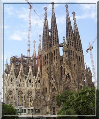Dans quelle ville se trouve la Sagrada Familia ?