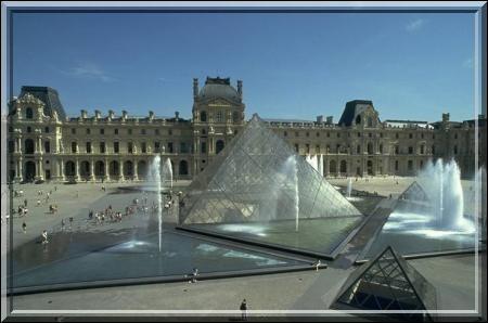 Dans quelle ville se trouve le Louvre ?