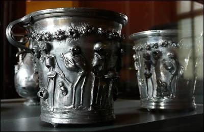Les Romains décoraient leurs coupes en argent avec un sablier pour leur rappeler la brièveté de la vie.