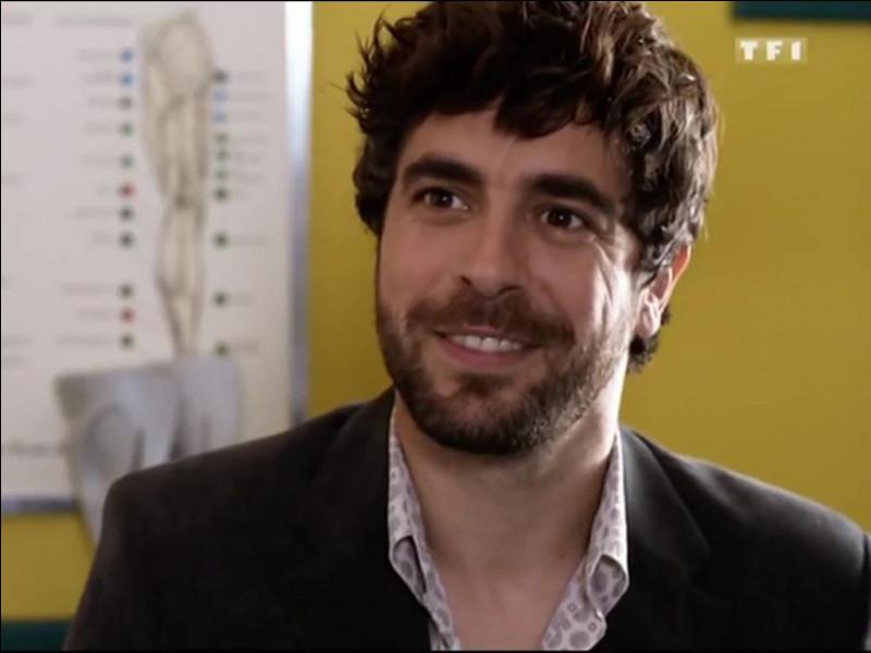Comment se prénomme cet acteur dans la série ?