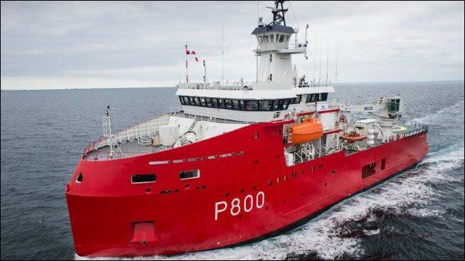 Lui a pour fonction de cartographier les fonds marins et permet à la flotte de naviguer sur les mers pas encore disponibles sur une carte. De même, il peut franchir les zones polaires, en brisant la glace. Ce bâtiment est positionné à la Réunion mais ses missions sont très différentes. Quel est son nom ?