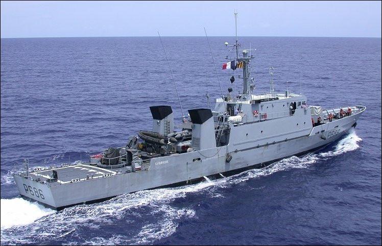 Ce bâtiment a pour mission le soutien des activités liées à la plongée des marins. Ceci est un...
