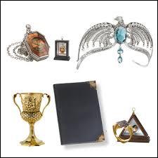 Comment s'appellent les objets que Harry doit trouver pour tuer Voldemort ?