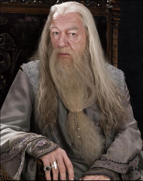 Qui tue le professeur Dumbledore ?