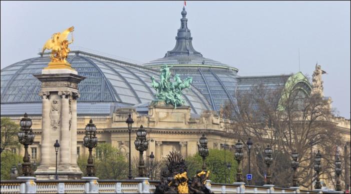 Pour quelle exposition universelle le Grand Palais a-t-il été construit ?