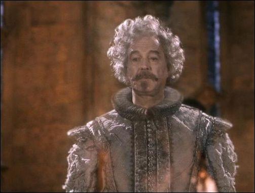 Mais c'est ce fameux Sir Nicholas de Mimsy-Porpington !C'est un fantôme et pourtant l'acteur qui le joue n'est pas mort ! Qui est-ce ?