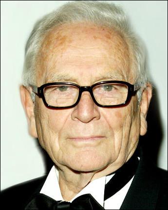 Qui est ce Pierre, couturier français, connu comme un des inventeurs de la mode futuriste ?