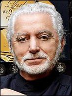 Qui est ce Paco, couturier espagnol, connu pour son excentricité, les récits de ses prétendues vies ultérieures, ses prédictions fantaisistes ?