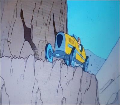 Tintin poursuit les ravisseurs qui ont enlevé le prince. Qui se trouve dans la voiture des ravisseurs ?