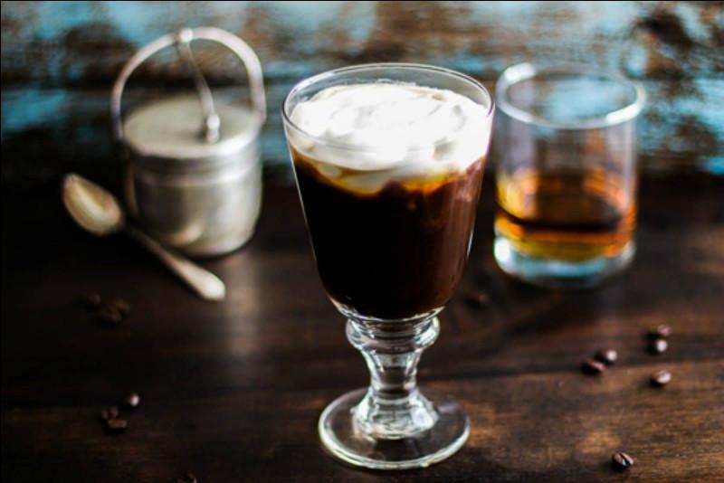 """Que faut-il ajouter dans le café pour faire un """"Irish Coffee"""" ?"""