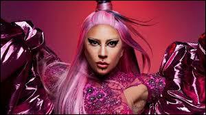 """Lady Gaga est de retour avec un nouvel album intitulé """"Chromatica"""". Avec qui partage-t-elle un duo sur la chanson """"Rain On Me"""" ?"""