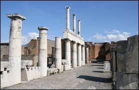 Durant quel siècle Pompéi est-elle réellement redécouverte ?