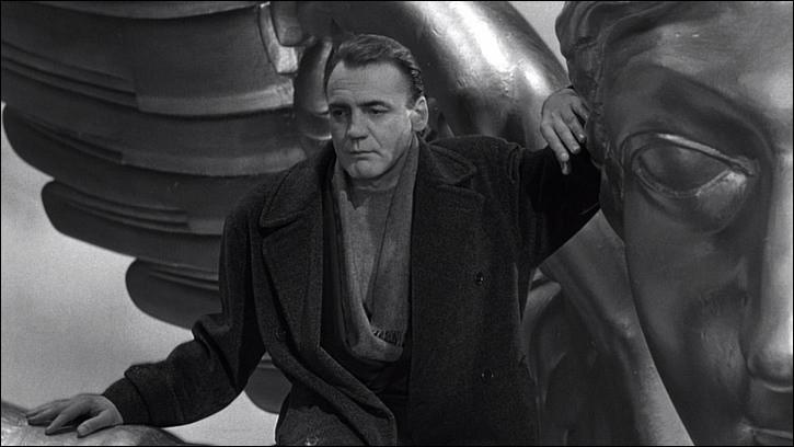 Dans ce film de Wenders, sorti en 1987, deux anges invisibles observent Berlin : le film est tourné pour moitié en noir et blanc, procédé choisi pour représenter le monde insensible tel que le voient les anges ; la couleur intervient dans la seconde partie. C'est ...