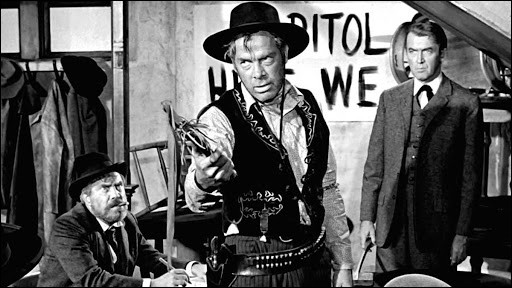 """""""L'Homme qui tua Liberty Valance"""", avec James Stewart dans le rôle du sénateur Stoddard, John Wayne, Vera Miles et Lee Marvin, est un film de ..."""