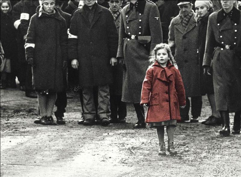 """""""la Liste de Schindler"""" sorti en 1993, a été tourné en noir et blanc, sauf six scènes ; il a été réalisé par ..."""