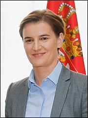 Quelle est l'autre particularité de cette femme, qui est la première ministre d'un Etat conservateur ? (je souligne conservateur !)
