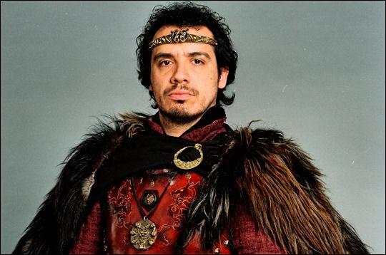 Qui joue le roi Arthur ?