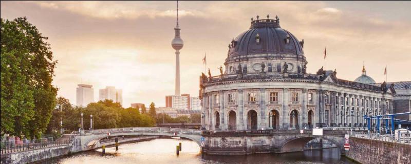 En quelle année est fondée la ville de Berlin ?