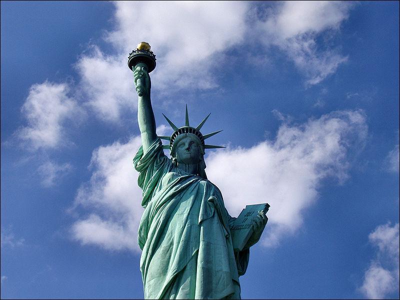 Je suis La liberté éclairant le monde ou La statue de la Liberté.