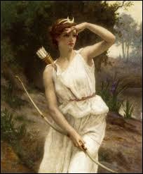 """Artémis a des nymphes avec elle, mais une a été mise enceinte par Zeus alors qu'Artémis a fait une loi interdisant de """"s'allier"""" avec une personne ; comment s'appelle-t-elle ?"""
