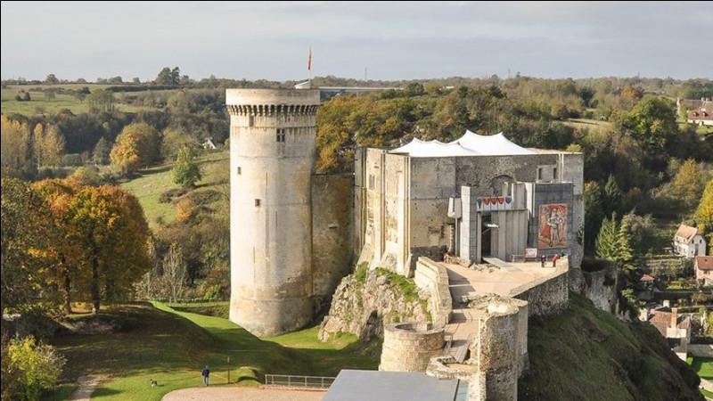 Cette ville, située au sud de la plaine de Caen, ville natale de Guillaume le Conquérant, dominée par son château, c'est ...