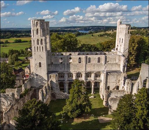 """Cette ancienne abbaye """"plus belle ruine de France"""", située dans la vallée de la Seine, c'est ..."""
