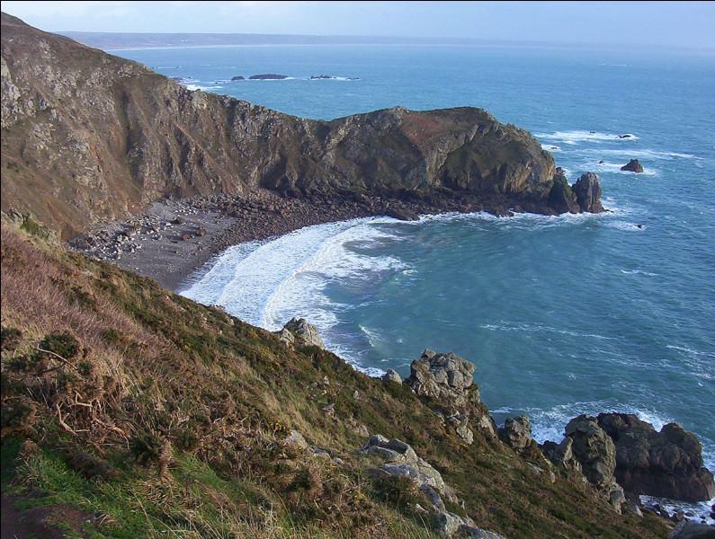 Ce promontoire rocheux qui s'avance dans la mer, à l'extrémité nord-ouest du Cotentin, c'est ...
