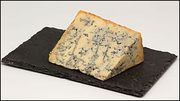 Quel est ce fromage anglais persillé au lait de vache pasteurisé ?