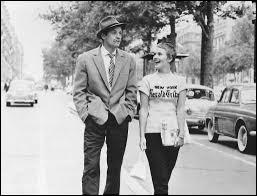 Dans ce film de Godard sorti en 1960, Michel Poiccard, jeune voyou joué par Belmondo, retrouve à Paris Patricia, étudiante américaine jouée par Jean Seberg : c'est ...
