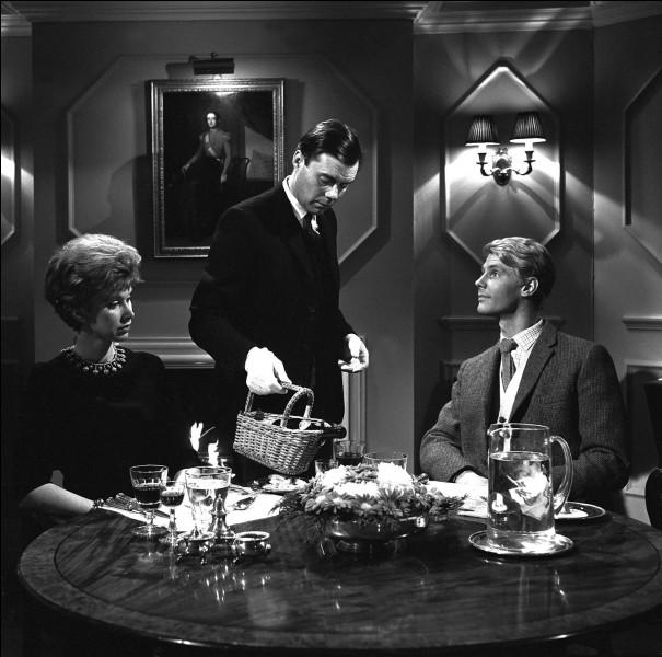 """""""The Servant"""", film britannique de 1963, dans lequel le personnage d'Hugo Barrett (Dirk Bogarde) est engagé comme domestique par un aristocrate paresseux, a été réalisé par ..."""