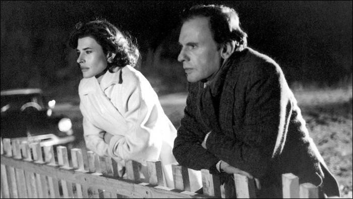 Barbara (Fanny Ardant) est la secrétaire de Julien Vercel (Jean-Louis Trintignant), agent immobilier ; elle va l'aider à se tirer d'affaire lorsqu'il est accusé de deux meurtres. Quel est ce film de François Truffaut, sorti en 1983 ?