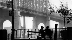 """""""Manhattan"""" sorti en 1979, a été filmé sur film Technicolor, mais sera finalement édité en noir blanc. Qui en est le réalisateur ?"""